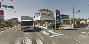 バルペコラお車でのアクセス右手マクドナルド先、南町信号を右折して直進します。