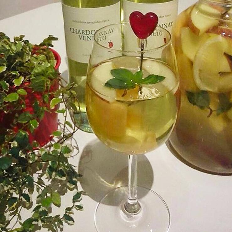 誕生会や女子会もアットホームな空間で楽しめる古河市の洋風居酒屋バルペコラの自家製サングリアの白